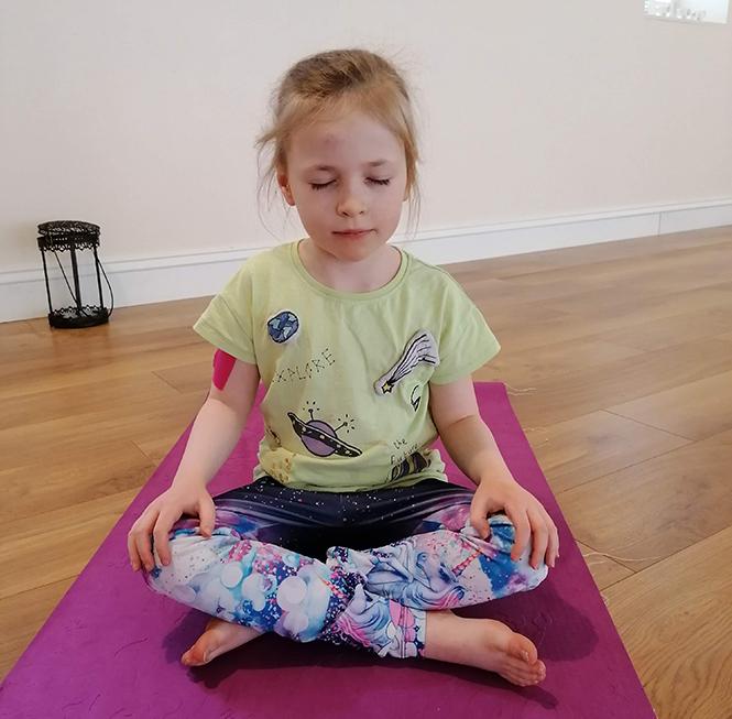kids-yoga-hero-2